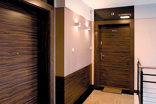 Обшивка входной двери ламинатом