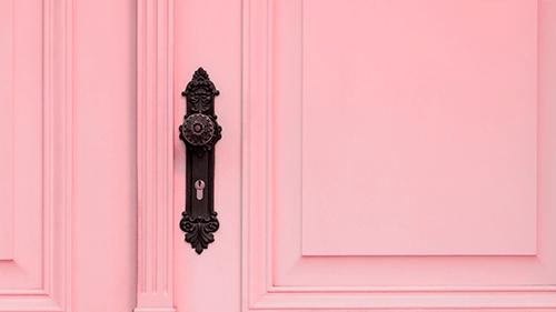 Отделка для входных дверей розовая